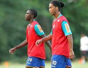 Negueba Ronaldinho treino Flamengo (Foto: Maurício Val / VIPCOMM)