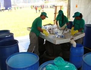 reciclagem vôlei de praia Brasília (Foto: Alfredo Bokel / Globoesporte.com)