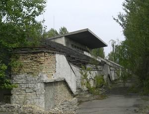 Arquibancada do estádio de Pripyat, que nunca foi inaugurado. (Foto: Divulgação / Rafael Maranhão)