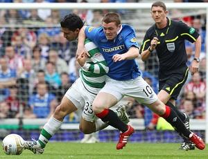 Beram Kaya do Celtic na partida contra o Rangers (Foto: Getty Images)