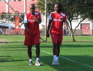 Kleber e Andrezinho, do Inter (Foto: Alexandre Alliatti / Globoesporte.com)