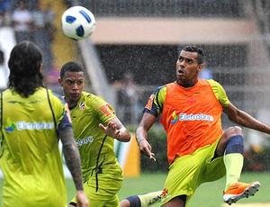 Élton no treino do Vasco (Foto: Marcelo Sadio / Site Oficial do Vasco da Gama)