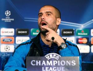 Pep Guardiola na coletiva do Barcelona (Foto: Reuters)