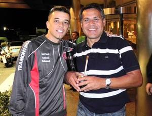 D'Alessandro com o ex-jogador Ruben Paz (Foto: Divulgação / Alexandre Lops/Internacional.)