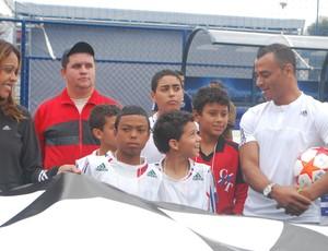 Cafu na inauguração do campo da UEFA em São Paulo (Foto: Marcos Guerra/Globoesporte.com)