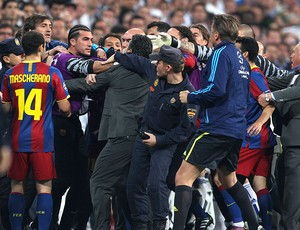 José Pinto arruma confusão no intervalo do jogo (Foto: Getty Images)