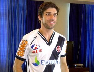 Juninho Pernambucano com a camisa do Vasco (Foto: Divulgação / Site Oficial do Vasco)