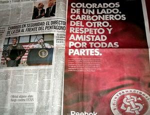 anúncio do Internacional em jornal uruguaio (Foto: Alexandre Alliatii / Globoesporte.com)