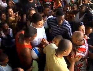 Ronaldo fenomeno visita o Morro da Mineira, no Rio de Janeiro (Foto: G1)