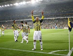 Alex comemora gol do Fenerbahçe  (Foto: Divulgação / Site Oficial)