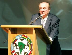 Nicolás Leoz é reeleito presidente da Conmebol (Foto: EFE)