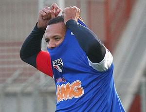 Luis Fabiano treino São Paulo (Foto: Luiz Pires / VIPCOMM)