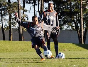 Madson no treino do Atlético-PR (Foto: Divulgação / Site Oficial do Atlético-PR)