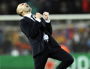 Pep Guardiola comemora classificação do Barcelona (Foto: AFP)