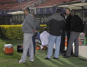 Seguranças treino Fluminense Estádio del Chaco (Foto: Cahê Mota / Globoesporte.com)