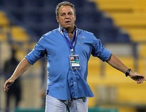 Abel Braga na partida do Al-Jazira contra o Al-Gharafa (Foto: AFP)