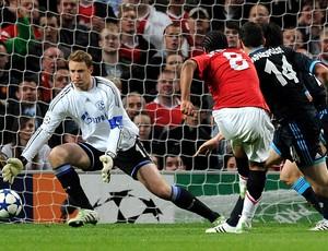 Anderson marca gol do Manchester United contra o Schalke (Foto: AFP)