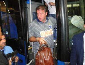 Cruzeiro chega a Arena do Jacaré (Foto: Fernando Martins / Globoesporte.com)