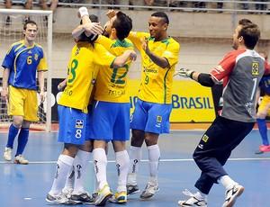 Jogadores comemoração Seleção Futsal (Foto: Luciano Bergamaschi / CBFS)