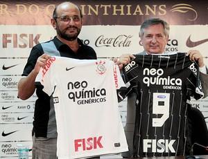 Luis Paulo Rosenberg apresenta novo patrocínio na camisa do Corinthians (Foto: Ag. Estado)