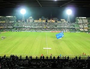 torcida do Coritiba no estádio Couto Pereira (Foto: Diego Rodrigues / GLOBOESPORTE.COM)