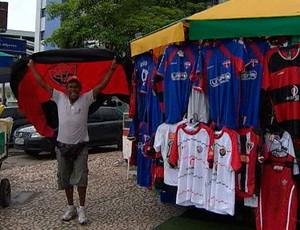 Isac, vendedor ambulante para matéria do Bahia Esporte (Foto: Reprodução/TV Bahia)
