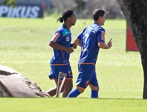 Ronaldinho Thiago Neves treino Flamengo (Foto: Ricardo Ramos / VIPCOMM)