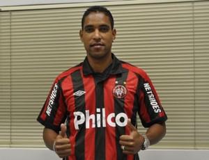 Cleber Santana fica no Furacão até dezembro (Foto: Divulgação / Site Oficial do Atlético-PR)