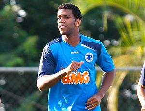 Gil no treino do Cruzeiro (Foto: Washington Alves / VIPCOMM)