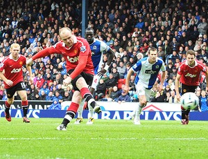 Rooney marca gol do Manchester contra o Blackburn (Foto: Reuters)