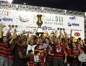 jogadores atlético-go troféu campeão goiano (Foto: Carlos Costa / Agência Futra Press)