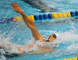 Michael Phelps nada costas no Grand Pix de natação em Charlotte (Foto: Reuters)
