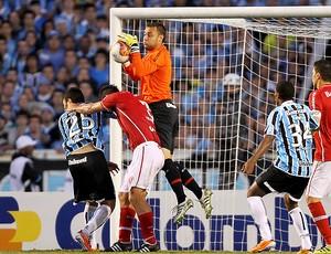 renan internacional falha no segundo gol do grêmio (Foto: Jefferson Bernardes / Vipcomm)
