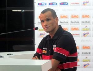 Rivaldo concede entrevista coletiva (Foto: Marcelo Prado / GLOBOESPORTE.COM)