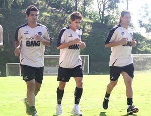 Guilherme e Marquinhos Cambalhota no treino do Atlético-MG (Foto: Lucas Catta Prêta / GLOBOESPORTE.COM)