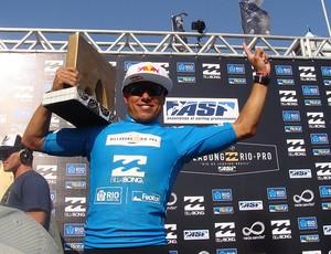 surfe Adriano de Souza Mineirinho Rio Pro barra pódio (Foto: Gabriele Lomba / Globoesporte.com)