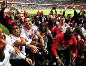 jogadores lille comemoram título francês (Foto: agência Reuters)