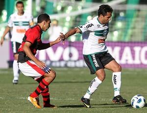 ramalho atlético-go davi coritiba (Foto: Giuliano Gomes / Agência Estado)