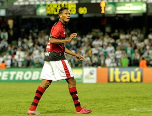 Marcão atlético-go gol coritiba (Foto: Roberto Dziura JR / Gazeta Press)