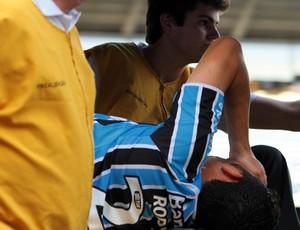 Rodolfo grêmio deixa o campo de maca (Foto: Marcos Nagelstein / Agência Estado)