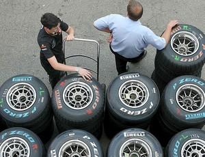 mecanicos pneus fórmula 1 (Foto: Agência EFE)