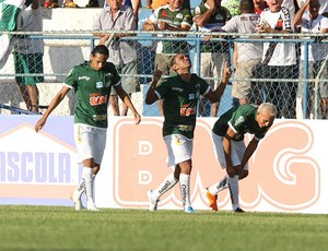 jogadores do Icasa comemoram gol vitória-BA (Foto: Agência Futura Press)