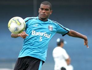 Fernando no treino do Grêmio (Foto: Wesley Santos / PressDigital)