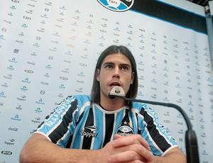 Miralles apresentado no Grêmio (Foto: Wesley Santos / Pressdigital)