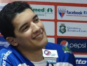 Luciano Sorriso volante Fortaleza (Foto: Roberto Ranulfo/GLOBOESPORTE.COM)