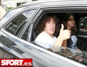 Puyol deixando o hospital (Foto: Reprodução / Sport.es)