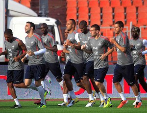 jogadores no treino da sele&#231;&#227;o da Fran&#231;a (Foto: Reuters)