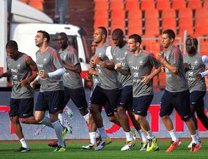 jogadores no treino da seleção da França (Foto: Reuters)