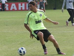 marquinhos cambalhota atlético-mg treino (Foto: Lucas Catta Prêta / Globoesporte.com)