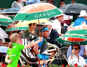 Rafael Nadal chuva tênis Roland Garros final (Foto: Reuters)